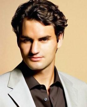 Роджер Федерер, 27 лет. Швейцария. Двенадцатикратный победитель турниров теннисного «Большого шлема» в одиночном разряде. Рост - 185 см, вес - 88 кг. Прославленный швейцарец, который за свою карьеру сумел заработать $42 миллиона призовых, в день открыти