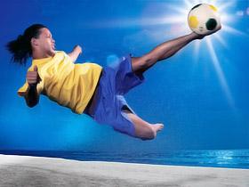 Роналдиньо (Роналдо де Ассис Морейра), 28 лет. Бразилия. Чемпион мира по футболу (2004), «Лучший футболист мира-2004» по версии ФИФА. Рост - 181 см, вес - 75 кг.
