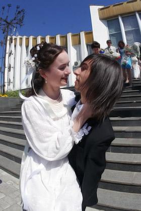 Теперь по интернет-порталам Дима и Лена будут путешествовать вместе.