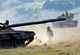 Грузинские танки готовятся к штурму югоосетинской столицы.