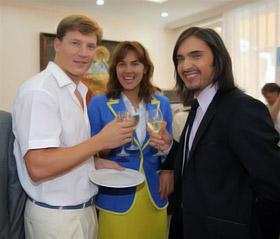 Олег Лисогор, Яна Клочкова и Виталий Козловский подняли бокалы за будущие награды.