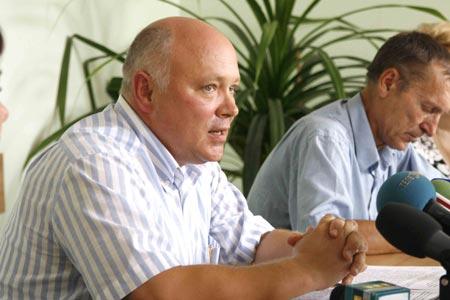 Начальник Управления земельных ресурсов Евгений Бачев уверяет, что его контора заработает на полную уже через неделю.