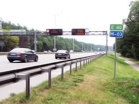 На Бориспольской трассе VIPовские «мерсы» и «лексусы» носятся на шальной скорости - качество дороги позволяет.