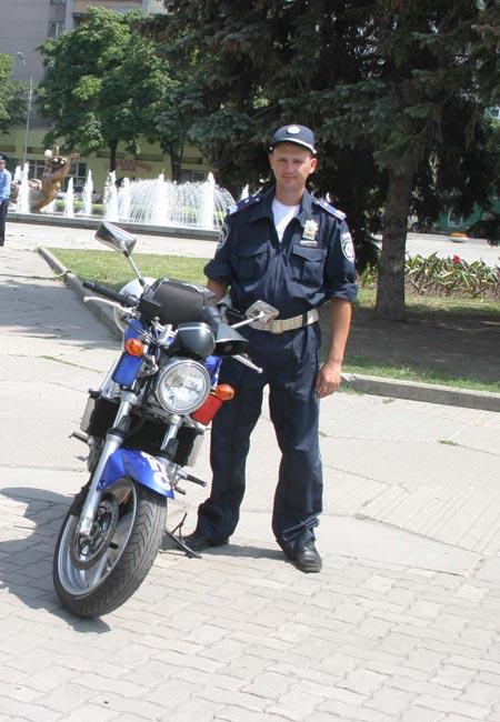 Теперь мотоциклисты - любимая гвардия главного милиционера области.