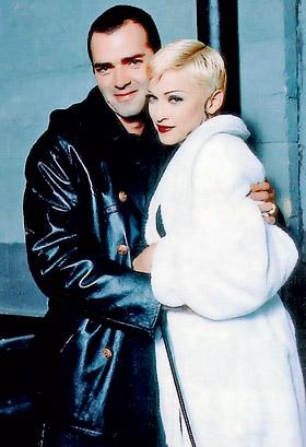 Мадонна и Кристофер даже работали вместе, но после выхода книги она не хочет знать болтливого родственника.