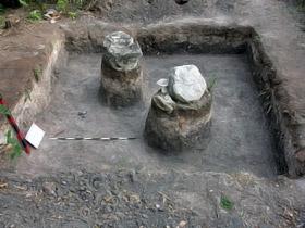 Конструкция находки очень интересная: на крупных каменных глыбах, служивших фундаментом мечети, мастера из Средней Азии выкладывали стены из квадратного бурого кирпича.