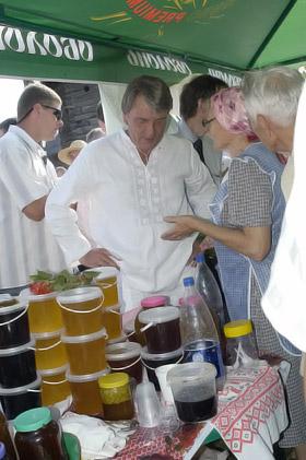 Виктор Ющенко знает толк в меде.