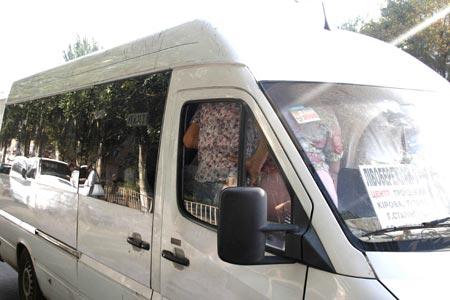 Уехать утром с Левого берега в центр можно только в переполненном микроавтобусе.