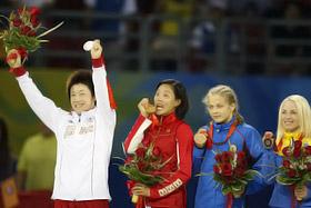 Вторая справа - Мария Стадник, крайняя справа - украинка Ирина Мерлени, которая так же, как и Мария, выиграла в Пекине «бронзу»!