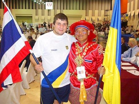А его брат Саша (на фото - слева) тяжело ранен в августе.