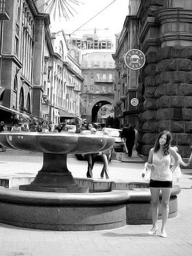 «Лотос» включают редко, но даже без воды фонтан украшает улицу.