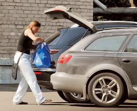 Маша Голубкина, отказавшись от чьей-либо помощи, сама упаковала чемоданы и, сев за руль, повезла детей из Мурома обратно в Москву.