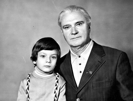Валентин Глушко с младшим сыном Сашей. Москва, 1977 г.