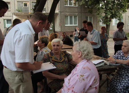 В проблемном доме по проспекту «Правды», 129 живут в основном пенсионеры, слушать которых чиновники не привыкли. Теперь на защиту жителей дома пришли юристы «Самопомощи».