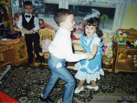 Клубы бальных танцев есть даже для самых маленьких.