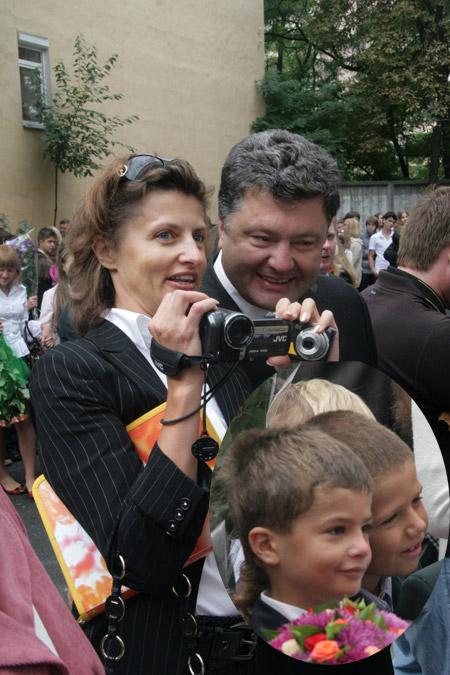 Марина и Петр Порошенко пополняют семейный архив свежим видео. Мише Порошенко в школе явно нравится.