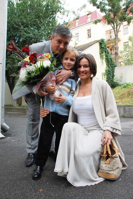 Маленький Игорь с мамой Надей и папой Александром.