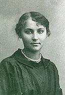 Юная Ужвий. 1916 год.
