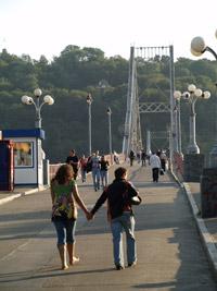 Через этот мост каждый день ходят сотни влюбленных...