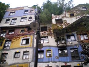 Дом Хундертвассера. Здесь, наверное, действительно жить трудно.