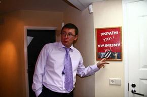 «Наш паровоз вперед летит» - Юрий Луценко призвал не спешить с перевыборами.