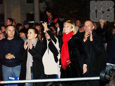 В VIP-зоне под любимую музыку «отрывались» Нестор Шуфрич, Наталья Могилевская и семейство Пинчуков.