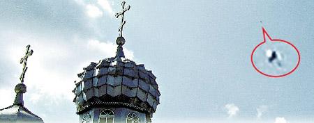 Загадочный объект над храмом. По мнению уфологов - это было НЛО.
