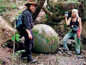 В Боснии гранитные сферы обнаружены в горах.