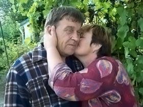 Наталья счастлива, что муж Петр снова дома.