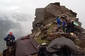 В первую ночь лагерь разбили прямо на склоне горы.