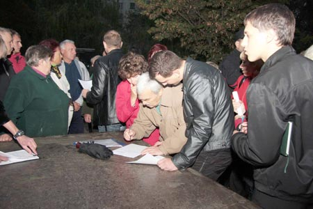 Жители дома № 130 по Набережной Победы готовы вместе с «Самопомощью» идти до конца.