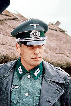 Главного антигероя, капитана Регнера, сыграл Павел Делонг.