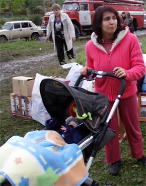 Елена Михович осталась с маленьким сыном без крыши над головой.