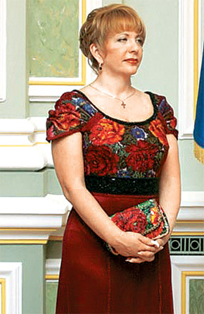 В расшитом бисером платье первая леди выглядит великолепно.