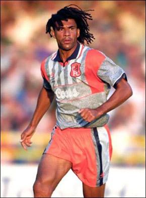 «Серо-буро-малиновая» форма «Челси» образца 1998 года.