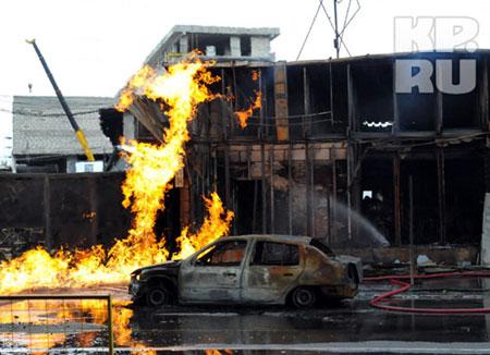 Несколько автомобилей выгорели полностью. Фото: Хайырбек ЭМЗЕЕВ