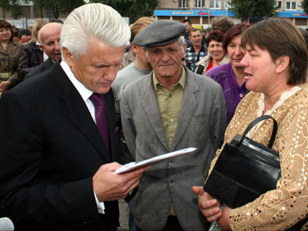 Владимир Литвин: - Блок как работал, так и будет работать на благо народа.