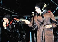 Сценическая мама Сердючки (слева) прославилась не меньше певицы