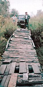 Один из ветхих мостков в степном течении речки