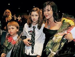 Настя с дочерью Аней и сыном Майком.