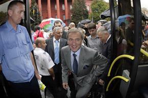 Черновецкий почему-то уверен, что со временем большие автобусы полностью вытеснят маршрутки.