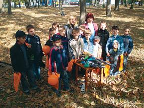 Ребята из Озерненской гимназии сдали 5 автоматов, 26 пистолетов, винтовку, танк и пирата-головореза.