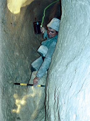 Ходы системы водоснабжения очень узкие, но местами достигают трех метров в высоту.