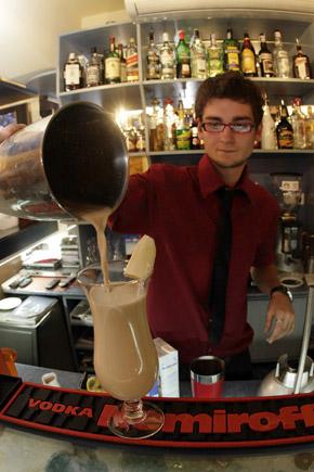Молочный коктейль с эспрессо подарит тепло даже без алкоголя.
