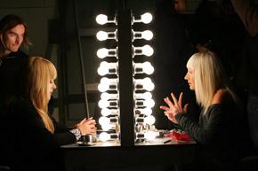 Алла Пугачева и Кристина Орбакайте на съемках клипа «Приглашаю на закат».
