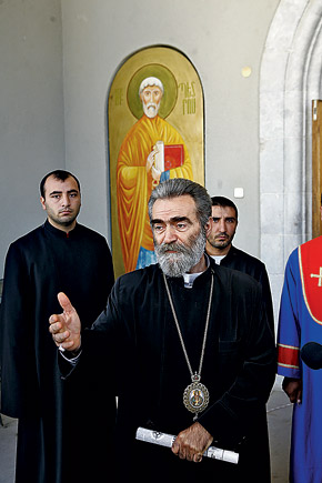 Архиепископ Паргев воевал с Библией в руках.