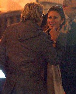 В 18.00 Басков встретил Монситу в аэропорту. 19.00 - парочка отправляется на романтический ужин. 3 часа ночи - Николай и Монсита заходят в отель, где собираются уединиться. 18.00