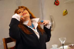 Клара Новикова отказалась сплетничать о коллегах.