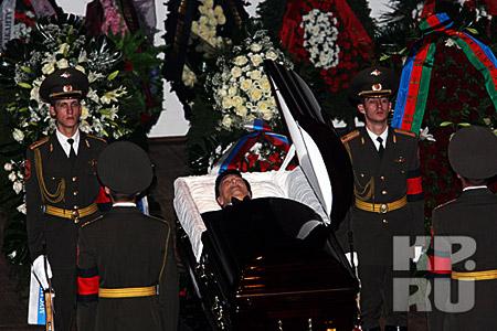 У гроба великого певца был выставлен почетный караул. Фото: Владимир ВЕЛЕНГУРИН