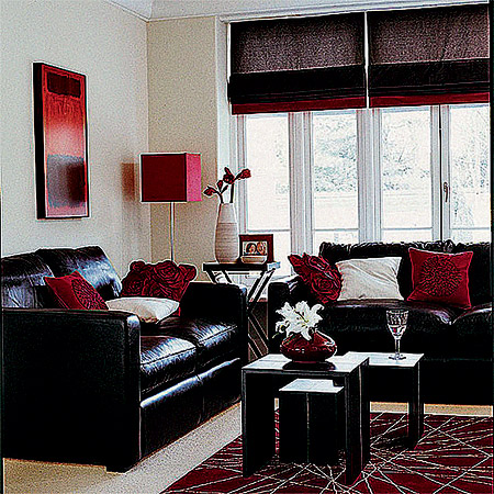 В моде игра на контрастах - цветом, фактурой. Такая гостиная, как на этом фото, принесет в ваш дом торжественную атмосферу званого вечера. Однако будьте осторожны: то, что хорошо в гостиной, не очень здорово для комнат, где вы проводите много времени, - постоянно находиться в такой «атмосфере праздника» будет тяжело.